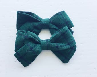 Mini Zoe Bow on reversible alligator clip (Pigtail Set) - Hunter Green Plaid