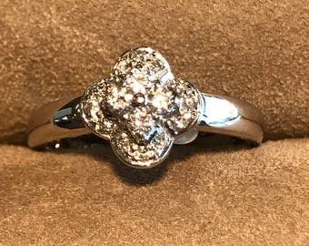 18Kt. White Gold Diamond Cluster Ring
