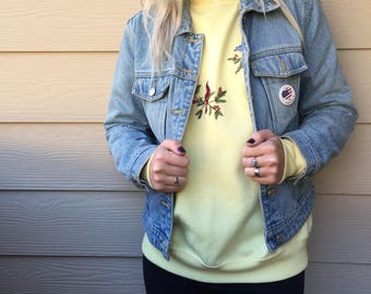 Vintage Retro Clothing- Vintage Streetwear- Cool Styles- Vintage Clothing- vintage sweater- Yellow ladies club bird sweater size Large!