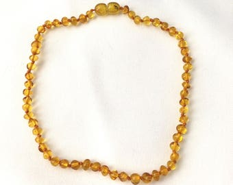 Necklace for baby in transparent honey color amber beads
