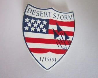 1991 Patriotic U S Flag Desert Storm Pinback