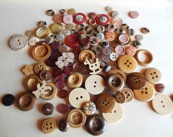 Set Brown buttons and wood