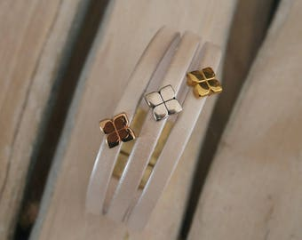 Beige leather bracelet with 3 loops clover gold, rose gold and silver (BR10)
