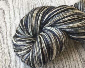 STORMY DAY.  Fingering/Sock superwash wool and Nylon. 100 gr. 400 m. Sokkenwol.