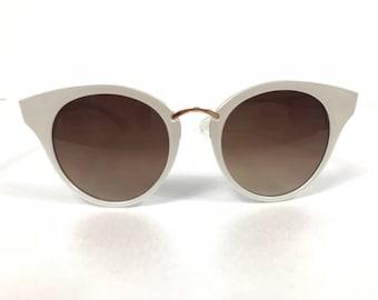 Amazing classic vintage catseye white, womens sunglasses