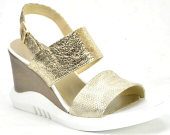 High-end leather sandal