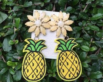 Rita pineapple earring