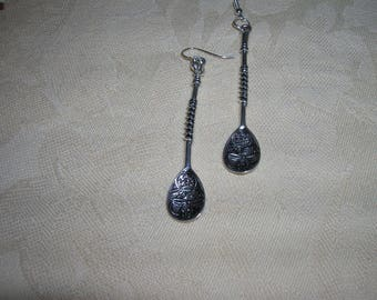Decorative spoon earrings