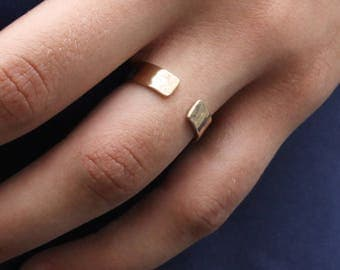 RONNIE - open and hammered, gold plated ring