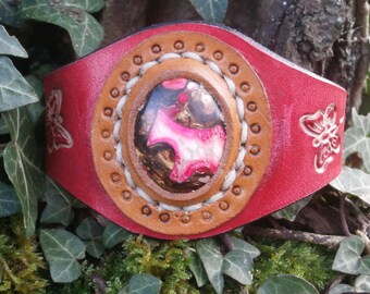 Leather Bracelet with gemstone cabochon leaving guess a horse