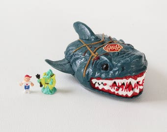 MIGHTY MAX SHARK, Jaws of Doom, Polly Pocket Bluebird Toys, 1993, Swindon England, Made in China