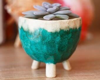 Ceramic planter with 3 legs - Succulent Planter - Ceramic Planter - Handmade Planter - Flower pot - Cactus Pot - Modern Mini  Planter