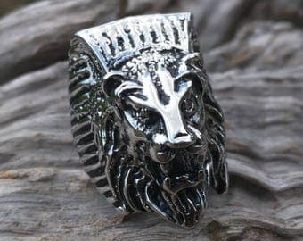 Men's lion tomb biker ring