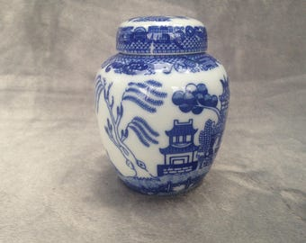 Willow pattern china jam / condiment / spice / honey jar with lid
