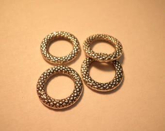 4 closed rings striated silver 14 mm in diameter