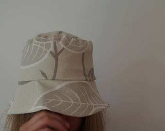 Hat beige and grey leaves and stems print
