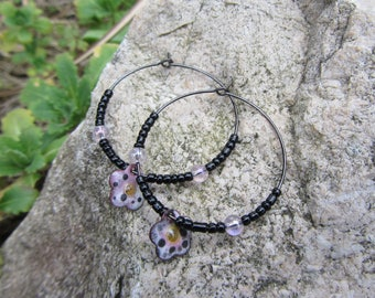 Hoop earrings metal and black seed beads, sequin pink - purple flower copper enamel, Bohemian and romantic