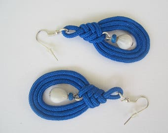 Blue Paracord, balisier seeds and coconut earrings