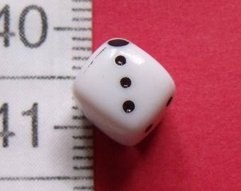 set of 4 beads of black and white 8mm wide
