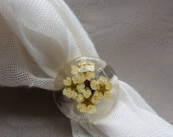 Round Ring 2.5 cm in resin and flowers of spirea