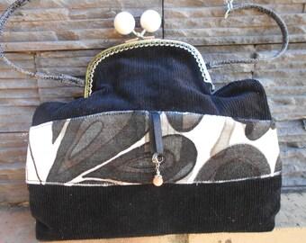 Velvet shoulder pouch bag