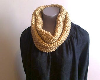 hand made snood wool in MOSS stitch