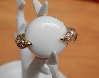 the White Queen (gold plated ring and white stone)