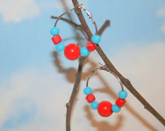 Hoop earrings in red and turquoise beads