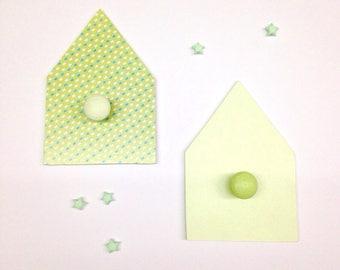 Set of 2 coat MDF cottage theme, customizable, size: 18 by 12cm