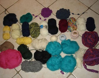 Set of 31 new and started wool balls