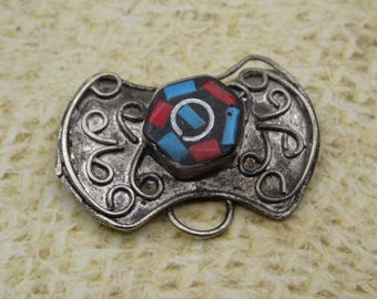 1 pendant / bead handcrafted Medallion style Tibetan turquoise resin coral Tin 30mm