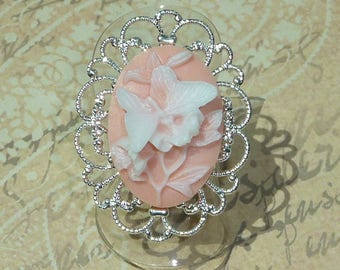Cameo butterfly Ring old pink and white resin on silver tone adjustable filigree setting, baroque wedding romantic 3.4 x 2.6 cm