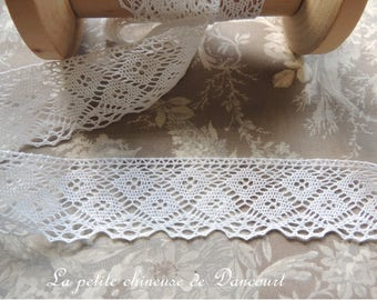 The old white cotton lace
