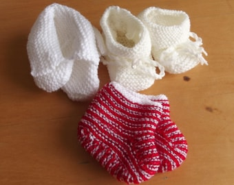 set of baby booties 0-3 months baby yarn