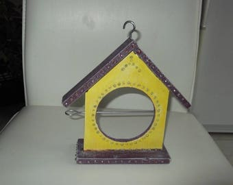 Manger wood birdhouse winter