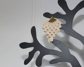 "The spirit ""Pineapple"" (dark beige) hook earrings"