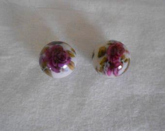 1 set of 2 printed rose diameter 18 mm resin beads