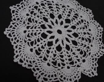 crocheted doily, round, white cotton, 19.5 cm diameter