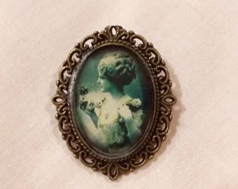 Resin woman 30s brooch charleston vintage pinup Goth punk rock lolita