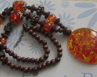 Ethnic necklace wood & resin orange