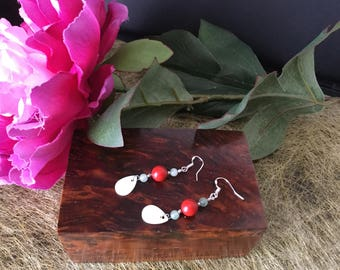 Dangle earrings natural mother Pearl and natural stones