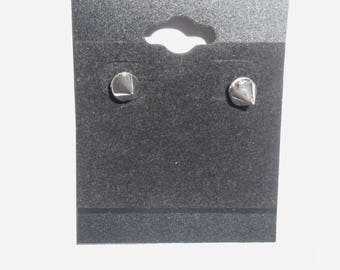 These silver Stud Earrings