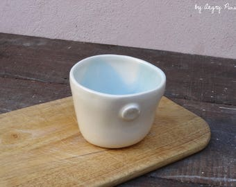 Cup / mug is white and blue