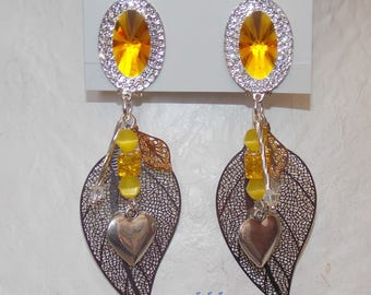 Yellow clip earrings and its yellow and silver pendants