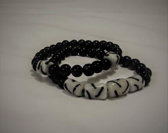 Handmade black and white glass bead stretch bracelet 2pc set
