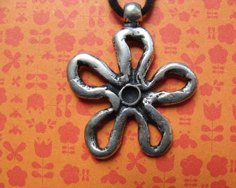 1 flower charms antiqued silver old 35mm diam.