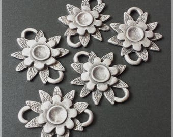 Lot 5 spacer metal flowers