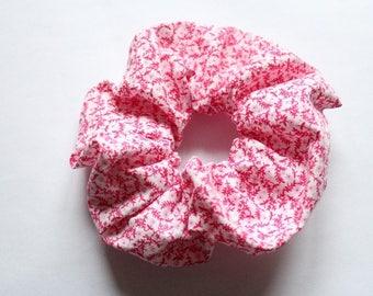 Hot pink elastic white flowers scrunchie