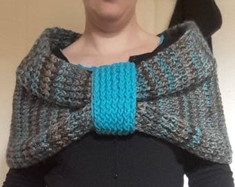 Shoulder warmer in wool