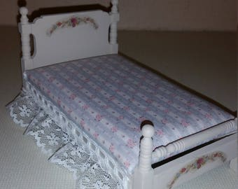 Dollhouse miniatures shabby chic bed